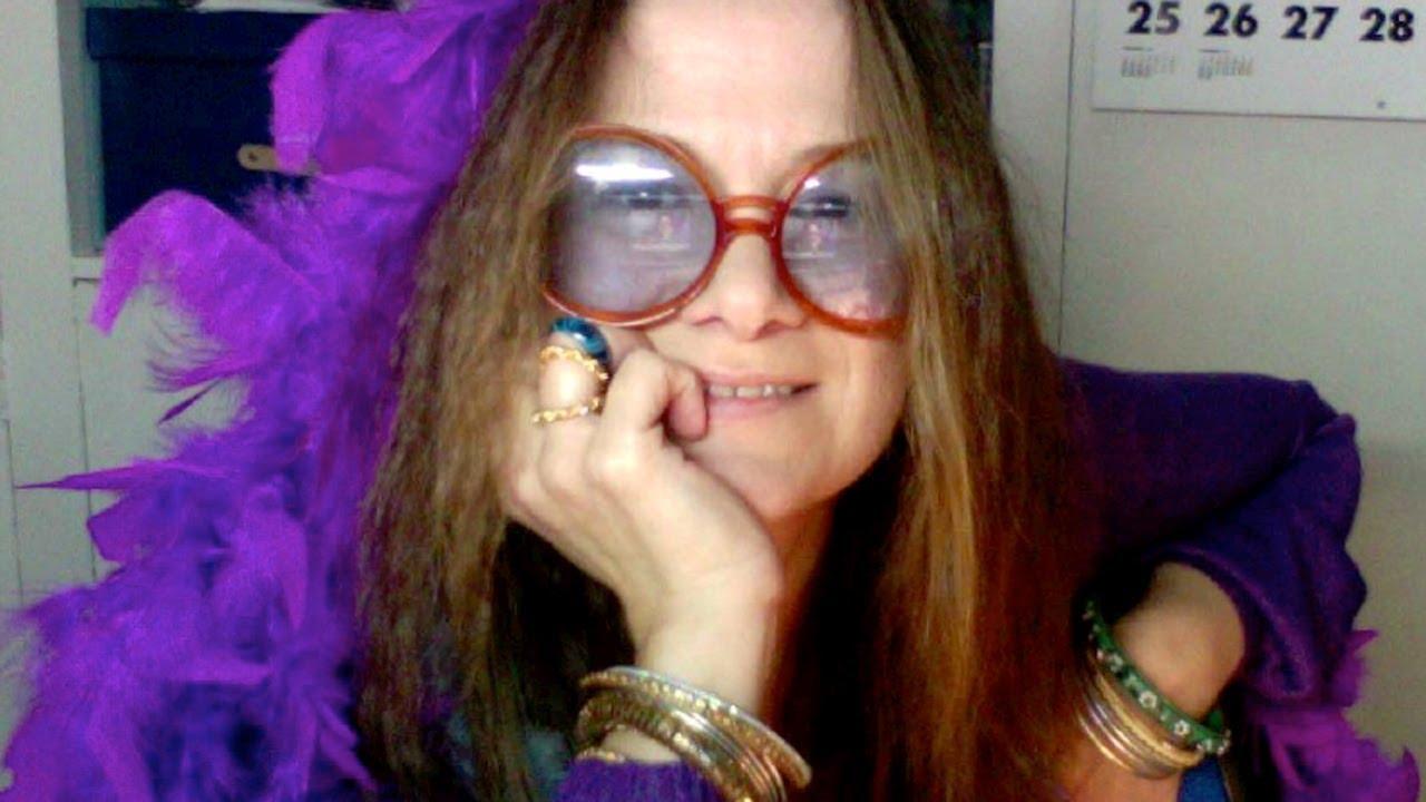 Janis Joplin e seus óculos com pegada hippie.